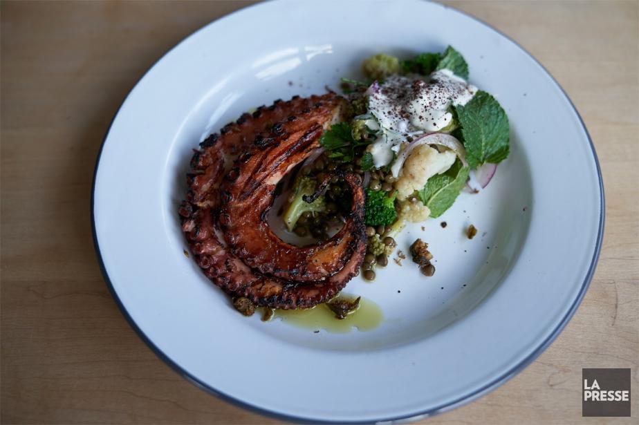 Le plat vedette est constitué d'une pieuvre qu'on... (PHOTO ANDRÉ PICHETTE, LA PRESSE)