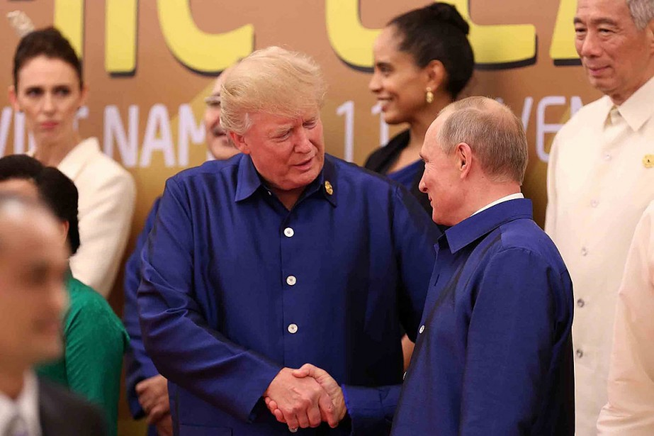 Donald Trump a serré la main de son... (PHOTO AFP/VIETNAM NEWS AGENCY)