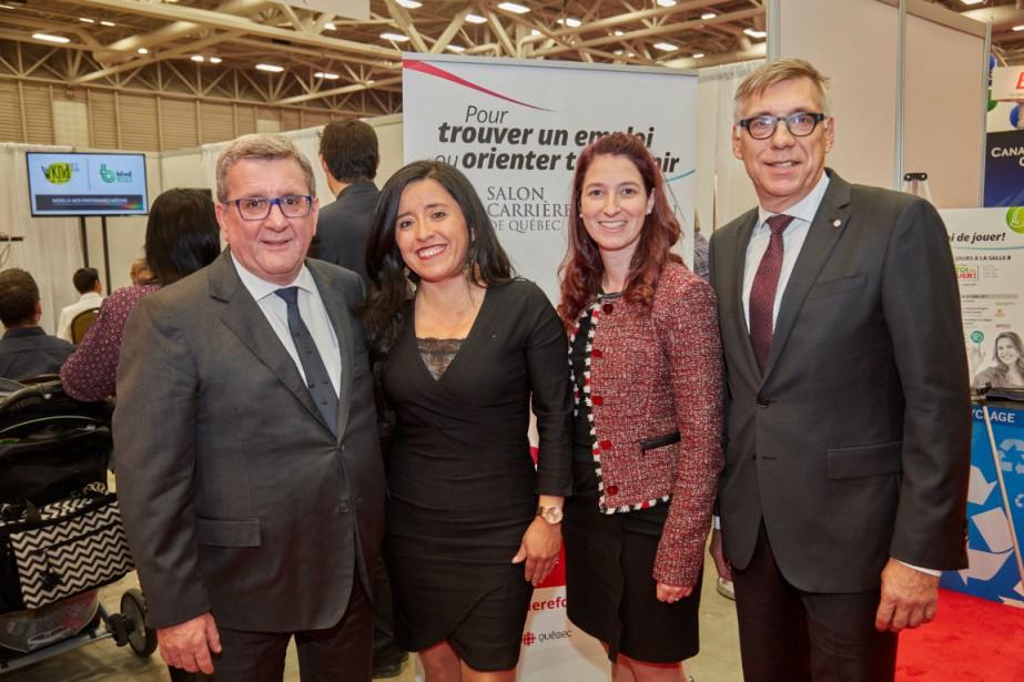 De gauche à droite: Régis Labeaume, Olga Milena... (Photo fournie par le Salon)