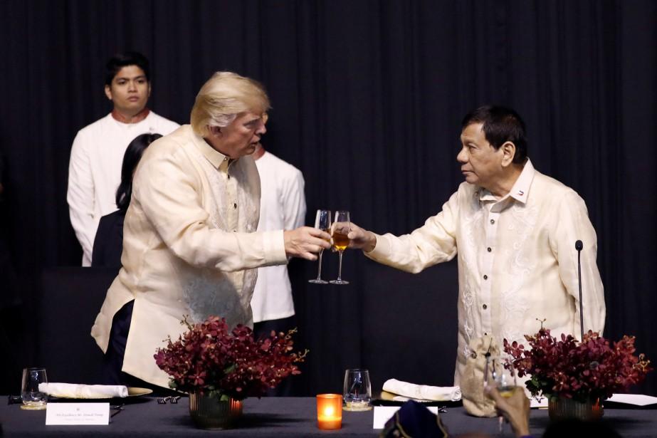 Donald Trump et Rodrigo Duterte... (Photo Jonathan Ernst, REUTERS)