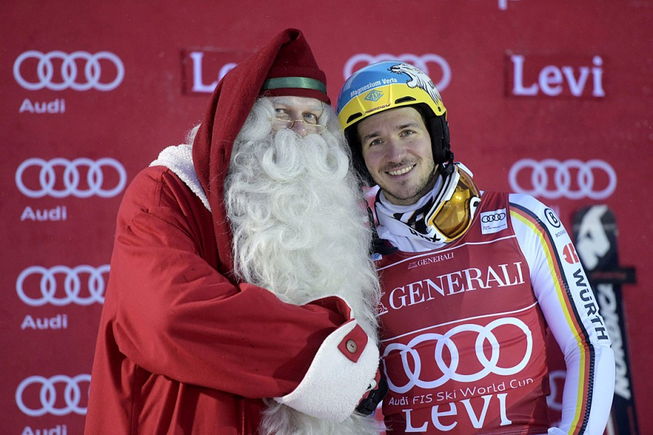 Le père Noël est allé féliciter Felix Neureuther... (Photo Vesa Moilanen, REUTERS/Lehtikuva)