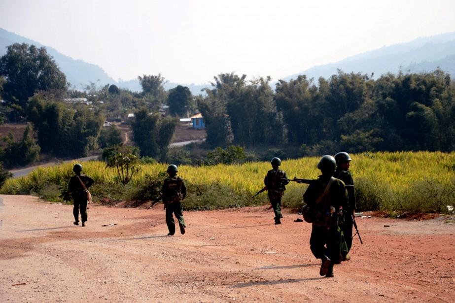 Des soldats birmans.... (PHOTO ARCHIVES ASSOCIATED PRESS)