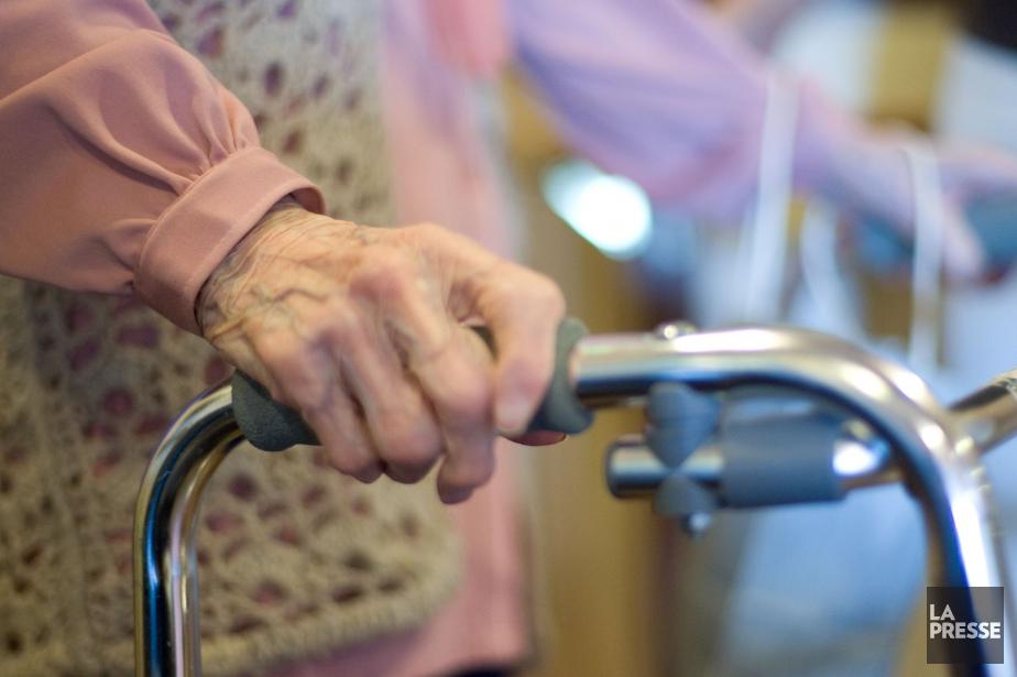 Le nombre de personnes âgées de plus de... (Photo archives La Presse)