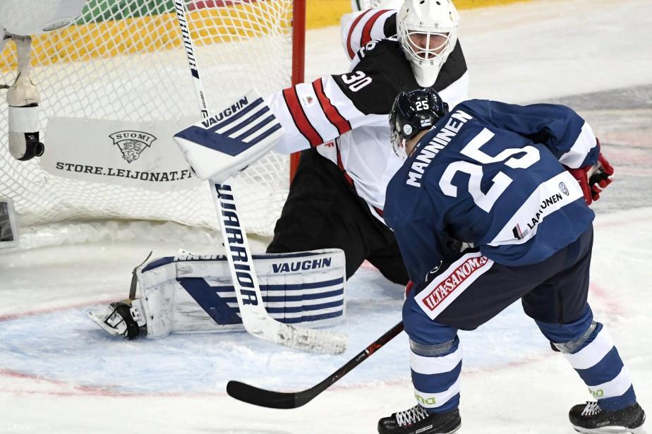 Sakari Manninen marque contre Ben Scrivens... (Photo Jussi Nakari, AP)