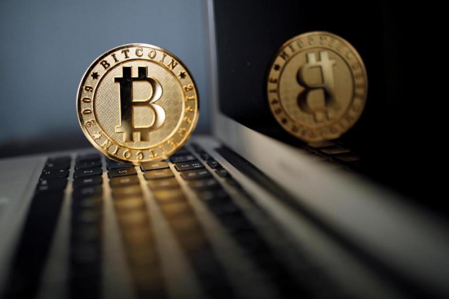En l'espace d'un an, la valeur du bitcoin... (photo benoît Tessier, archives reuters)