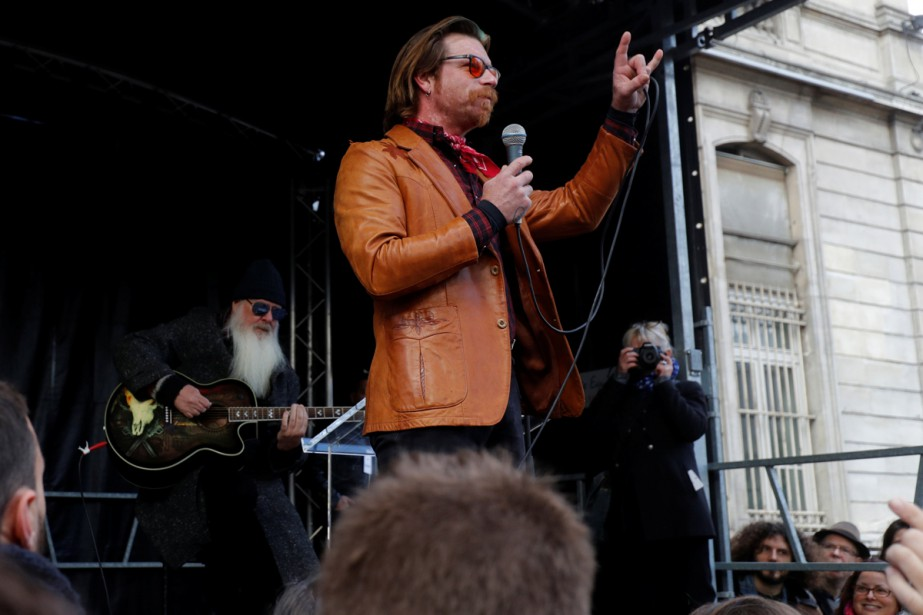 Jesse Hughes et Dave Catching d'Eagles of Death... (Photo Reuters)
