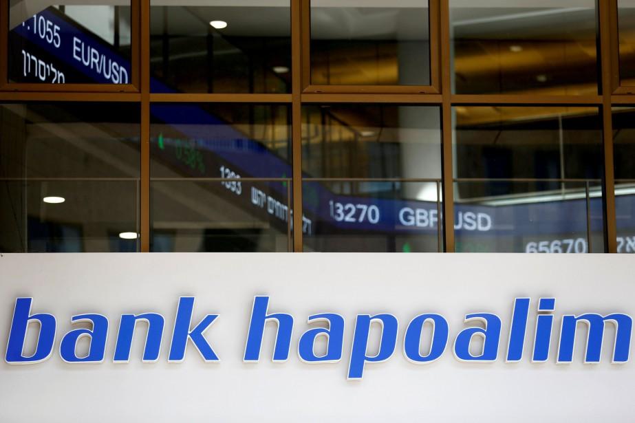 La banque Hapoalim possède des comptes au Canada... (Photo Amir Cohen, REUTERS)