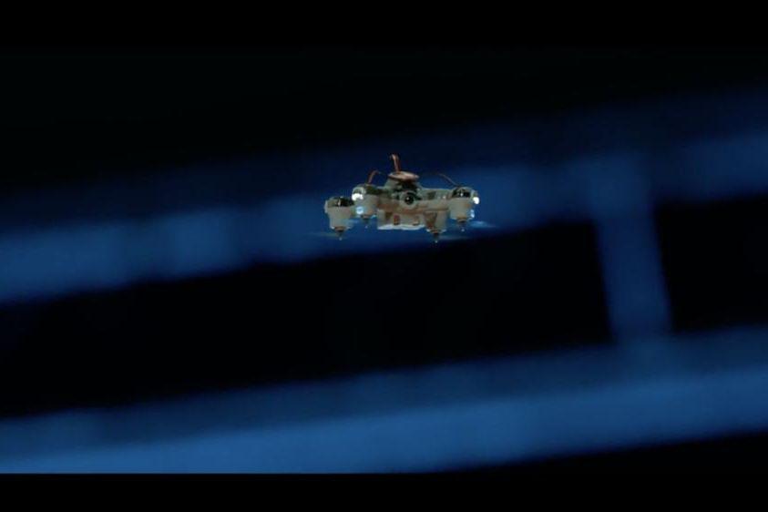 Dans un avenir rapproché, un groupe terroriste pourrait tenter de tuer des dizaines de politiciens d'un coup en utilisant des drones miniaturisés dotés de charges explosives qui... (Image tirée du faux documentaire réalisé dans le cadre de la campagne internationale «Stop Killer Robots »)