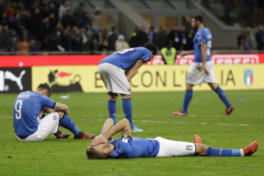 Les joueurs italiens après le match.... (Photo Luca Bruno, Associated Press)