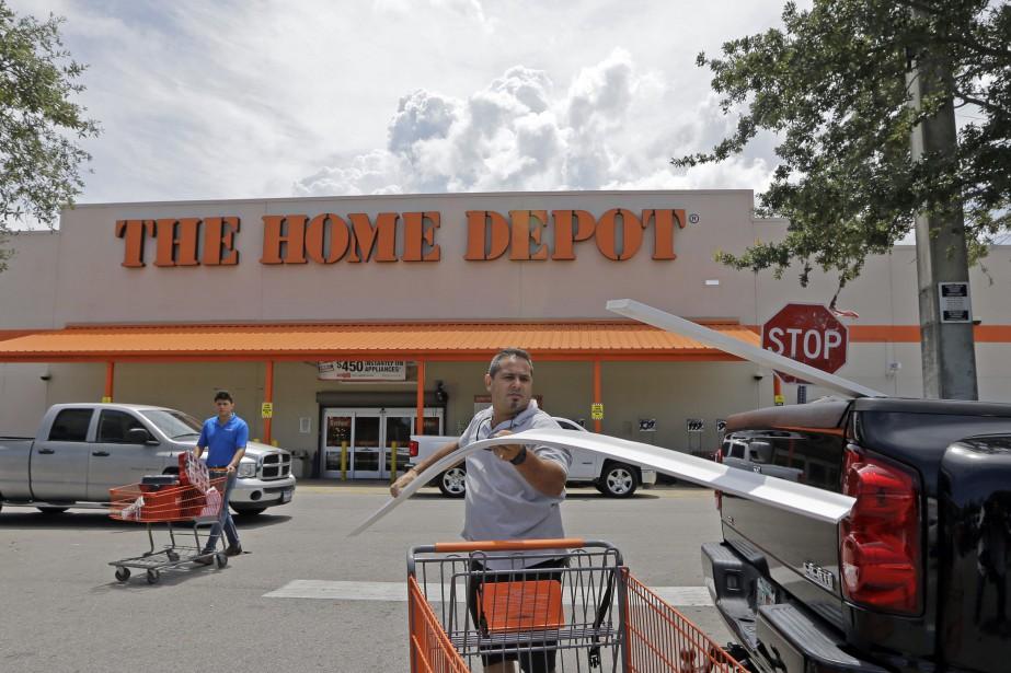 Les ventes des magasins comparables se sont améliorées... (AP)