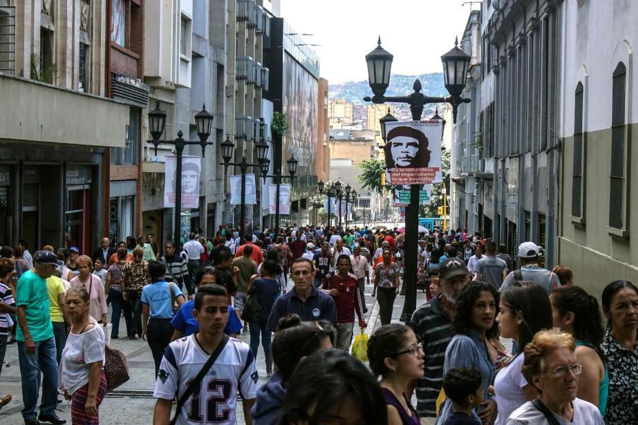 «Le Venezuela se trouve paradoxalement au bord d'un... (AFP)