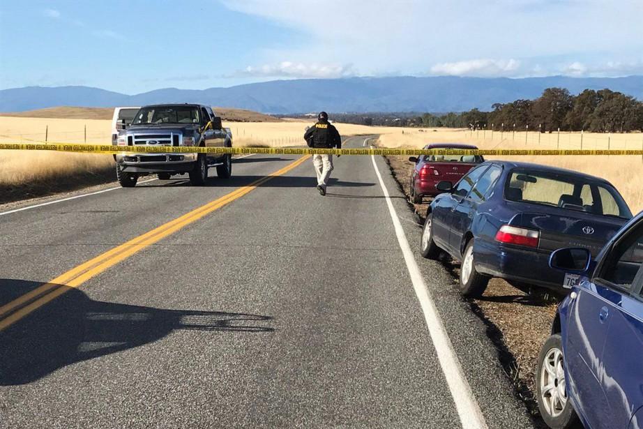 Les policiers enquêtent sur au moins cinq scènes... (Photo Jim Schultz/The Record Searchlight via AP)