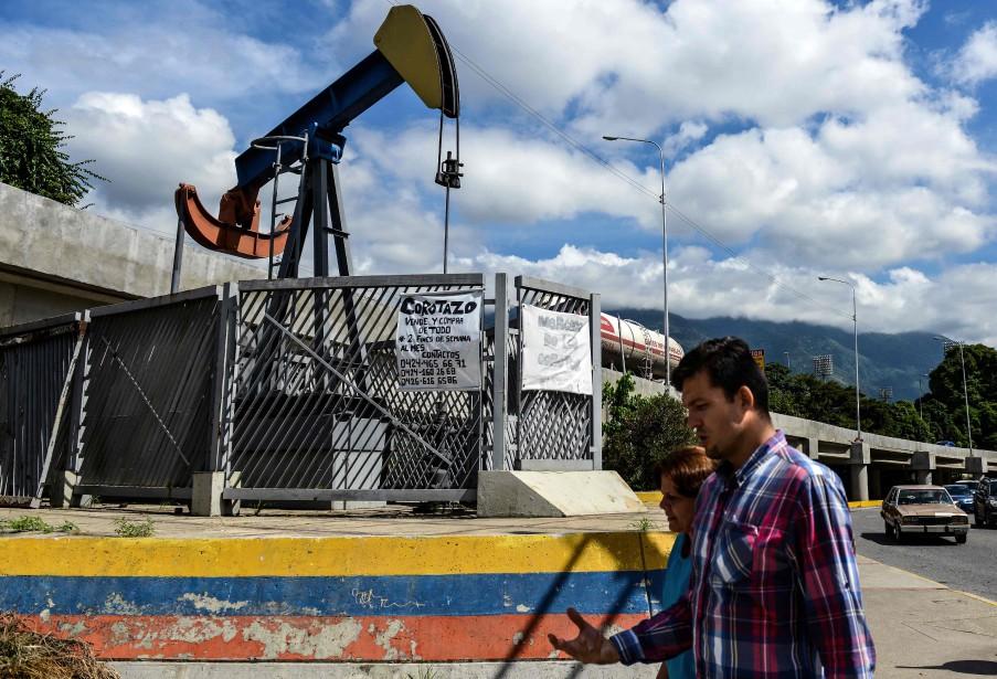 Le Venezuela, ruiné notamment par la chute des... (AFP)