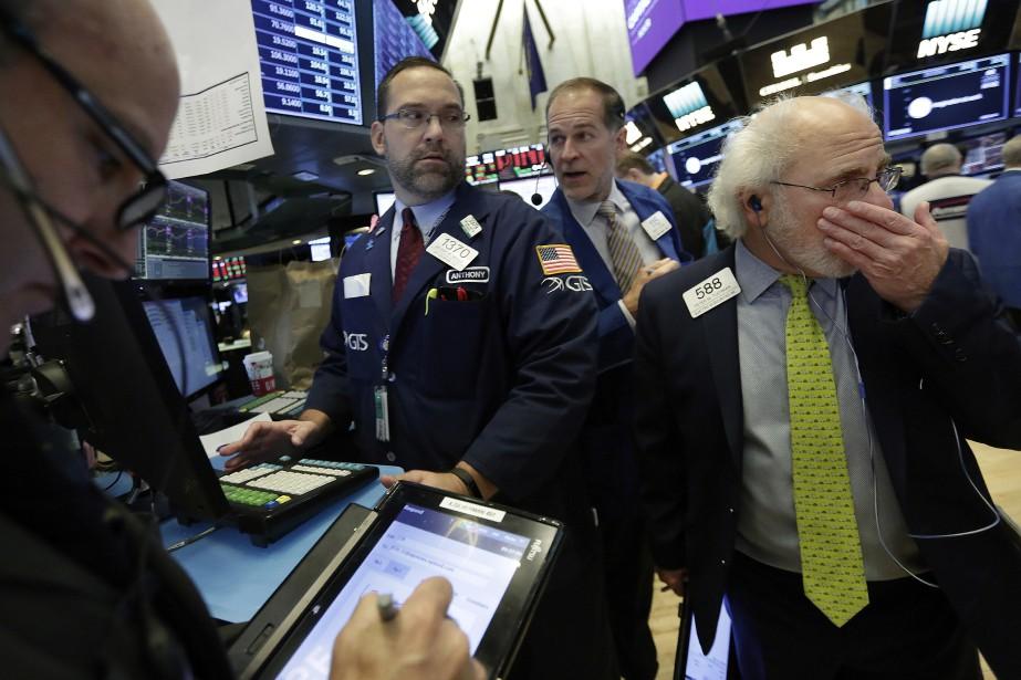 «Les prix du pétrole continuent à chuter en... (AP)