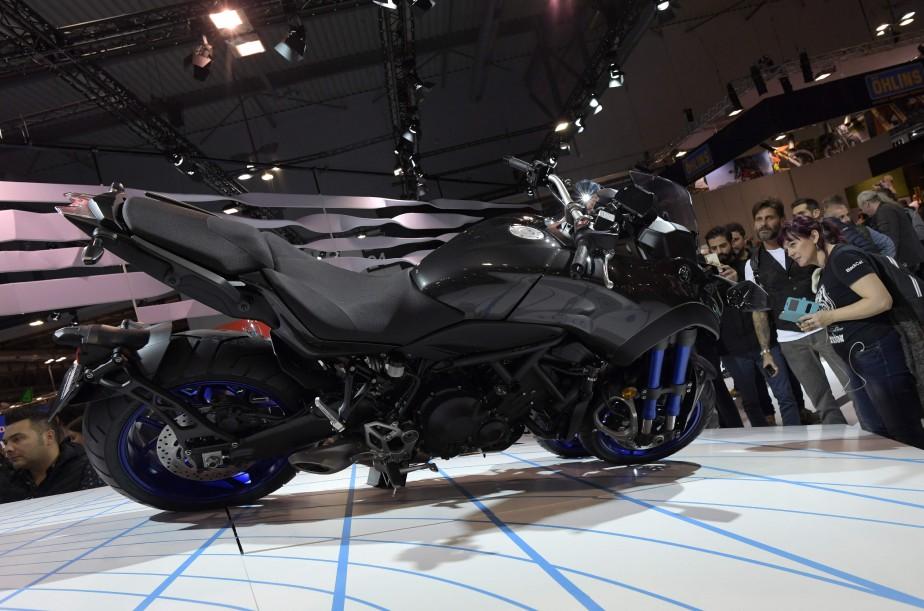 Une autre perspective de la Yamaha Niken, qui a fait sensation avec ses trois roues. | 15 novembre 2017