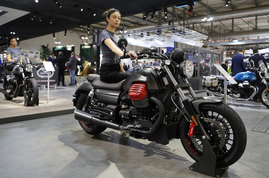 Salon de la moto eicma de milan for Hotesse salon moto