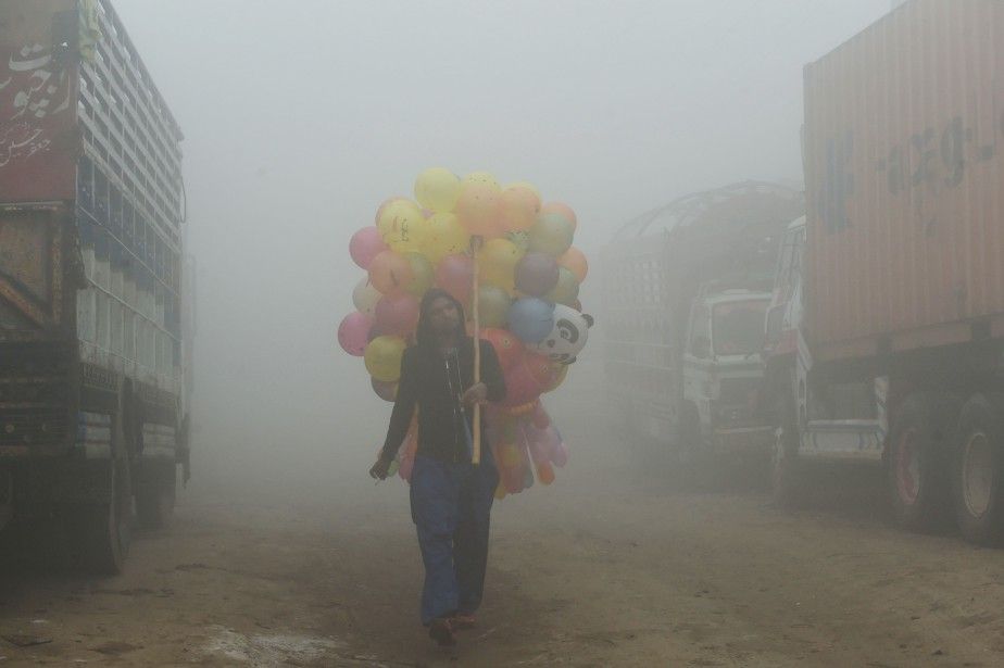 Le smog est un révélateur d'une situation environnementale... (Photo Arif Ali, Agence France-Presse)