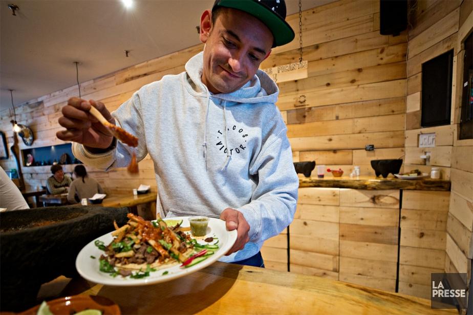 Les tacos de Victor Manuel Soto sont délicieux... (Photo Patrick Sanfaçon, La Presse)