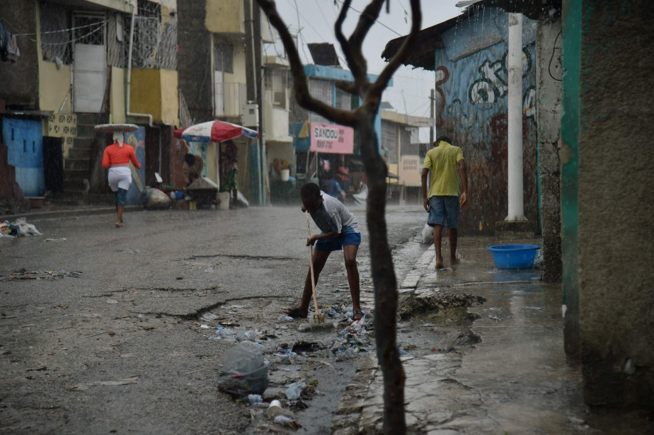 Le cruel manque d'infrastructures permettant l'évacuation des eaux... (PHOTO HECTOR RETAMAL, AFP)
