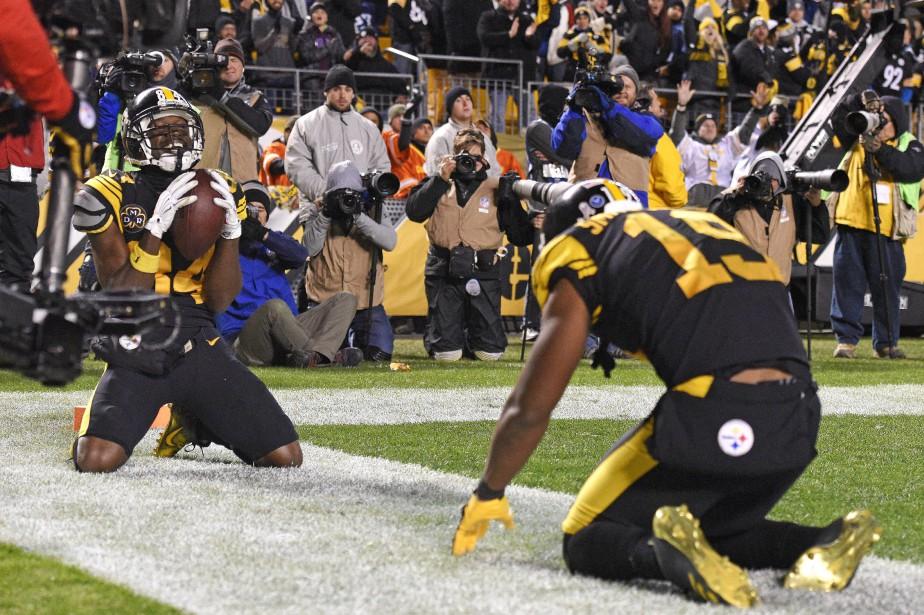Antonio Brown (à gauche), des Steelers de Pittsburgh,... (Photo Don Wright, AP)