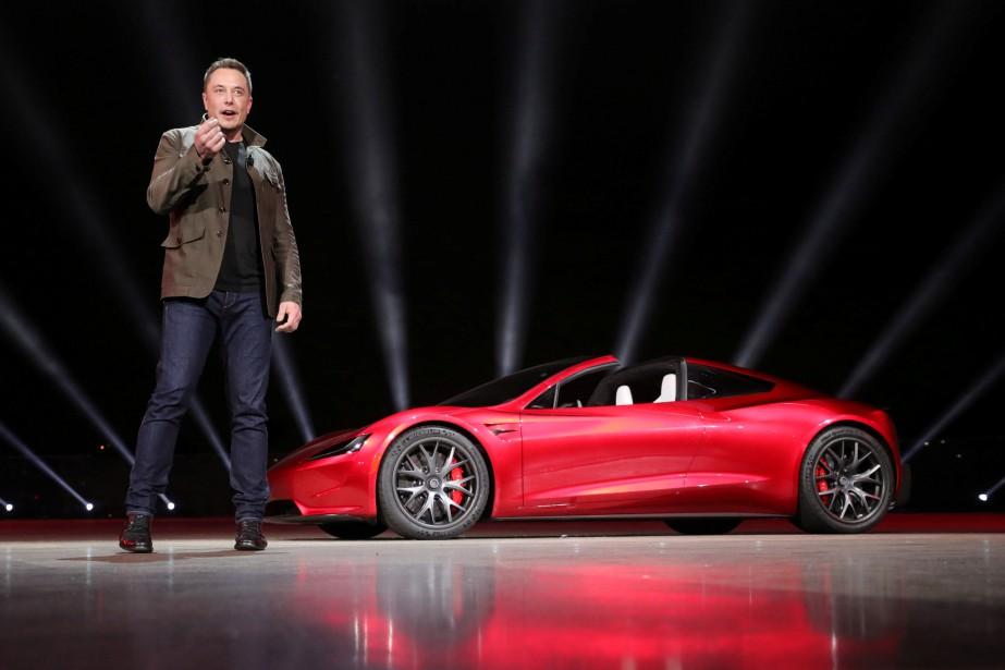Après avoir dévoilé son camion-remorque, Elon Musk a servi le dessert en montrant le prototype du futur Roadster 2. (REUTERS)
