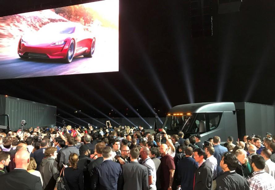 L'apparition du Roadster 2 a suscité des réactions différentes chez l'auditoire que la présentation du camion. | 17 novembre 2017