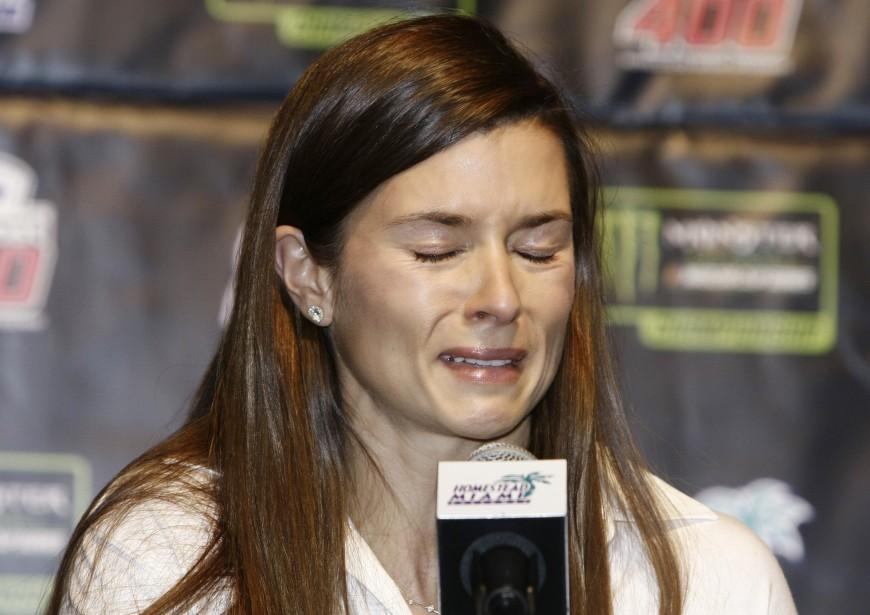 Danica Patrick n'a pas caché son émotion en annonçant qu'elle mettra un terme à sa carrière à temps complet l'an prochain, lors d'une conférence de presse auHomestead-Miami Speedway, avant la course qui aura lieu dimanche. En 2018, elle participera aux 500 milles de Daytona et aux 500 milles d'Indianapolis. | 17 novembre 2017