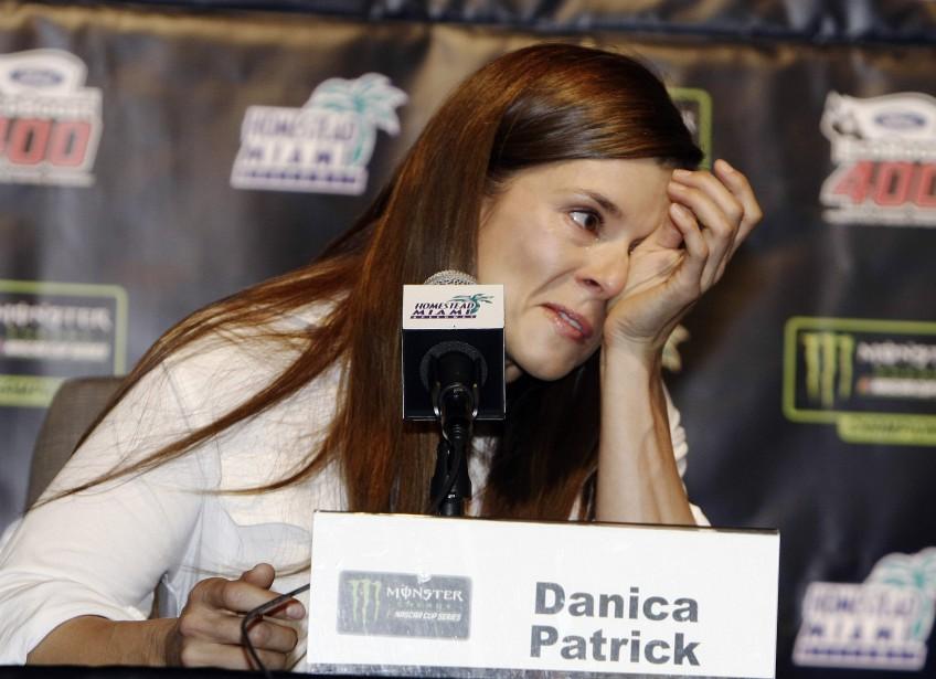 Danica Patrick n'a pas caché son émotion en annonçant qu'elle mettra un terme à sa carrière à temps complet l'an prochain, lors d'une conférence de presse auHomestead-Miami Speedway, avant la course qui aura lieu dimanche. En 2018, elle participera aux 500 milles deDaytona et aux 500 milles d'Indianapolis. | 17 novembre 2017