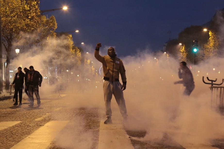 Samedi, un millier de personnes a manifesté à... (PHOTO AFP)