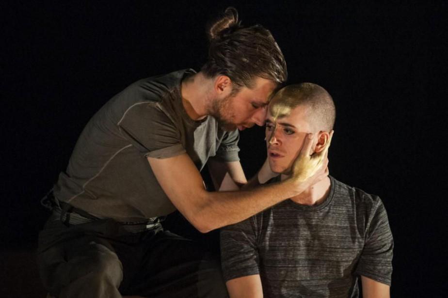 Emmanuel Schwartz et Émile Schneiderincarnent respectivement Achille et... (Photo Gunther Gamper, fournie par le Théâtre Denise-Pelletier)
