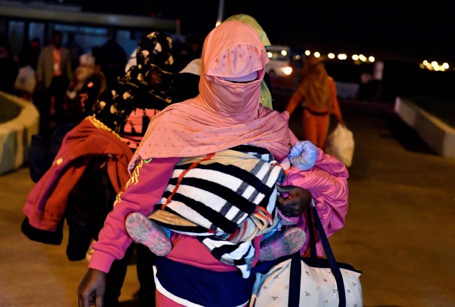 Ces 155 migrants font partie d'un groupe de... (PHOTO AFP)