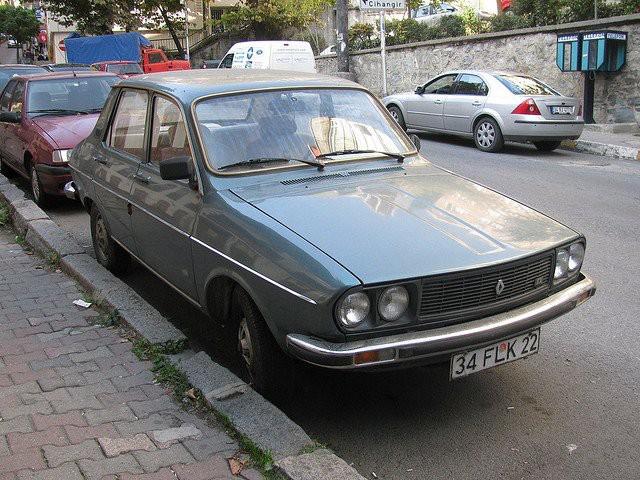SA PREMIÈRE VOITURE -  UneRenault 12 grise achetée usagée, en 1975. Elle ne partait pas durant l'hiver. | 21 novembre 2017