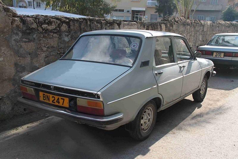 SA PIRE VOITURE -  La même Renault 12, qui fut d'ailleurs sa seule voiture d'occasion. En plus de ne pas démarrer durant l'hiver, elle surchauffait durant l'été. | 21 novembre 2017