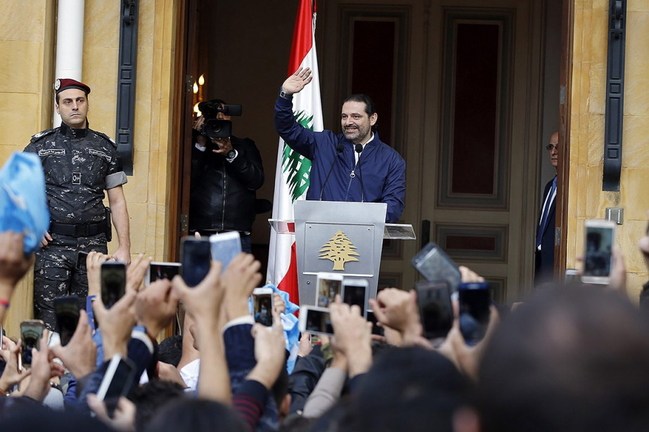 Saad Hariri salue ses partisants depuis sa résidence,à... (Bilal Hussein, AP)