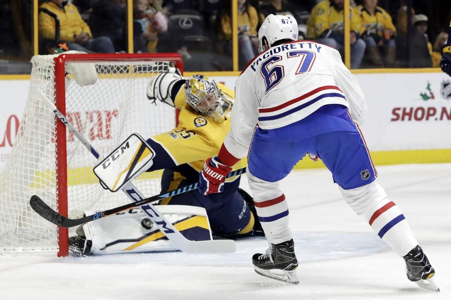 Pekka Rinne étire la jambière pour bloquer le... (PHOTO Mark Humphrey, AP)