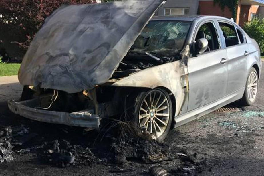 Des anarchistes disent avoir incendié deux voitures de... (Photo tirée de l'Internet)