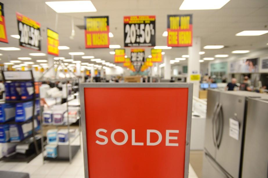 Sears a entrepris de liquider ses derniers magasins... (Photo Darren Calabrese, archives La Presse Canadienne)