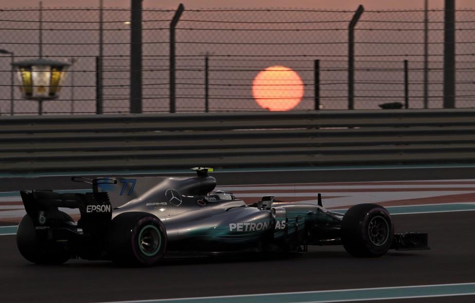 Le Finlandais Valteri Bottas lance sa Mercedes sur le circuit... | 2017-11-24 00:00:00.000