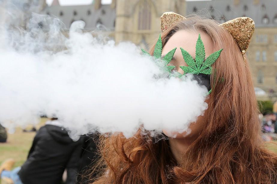 Le gouvernement Trudeau veut légaliser lecannabis en juillet2018.Sur... (Lars Hagberg, archives AFP)