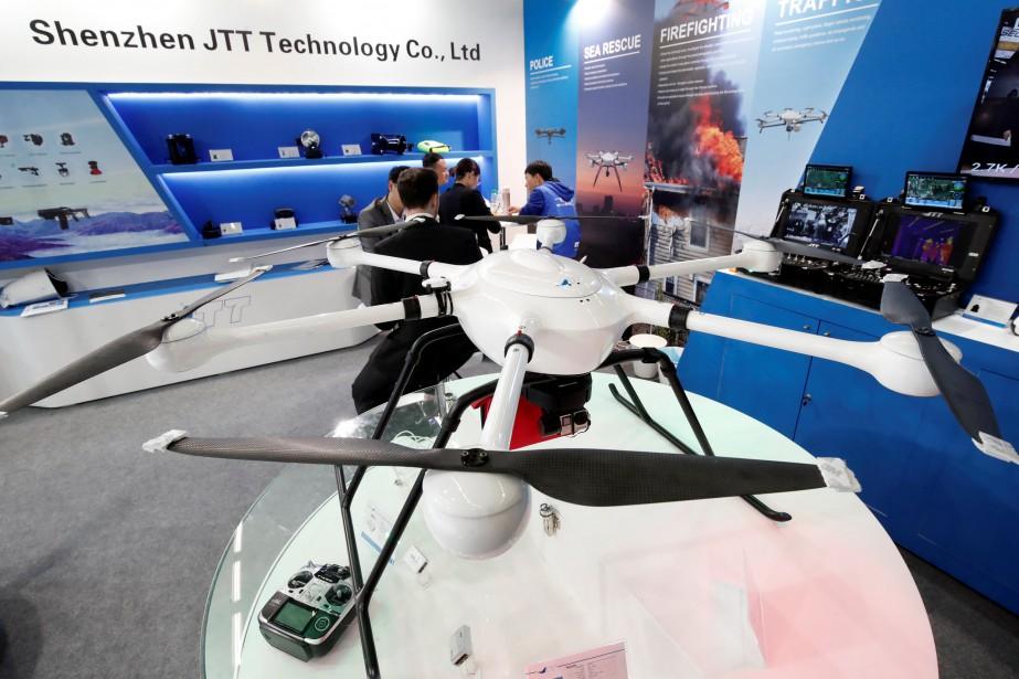 Les drones de surveillance sont en forte demande par les corps policiers. Ci-haut, un Shenzhen JTT T60. (REUTERS)