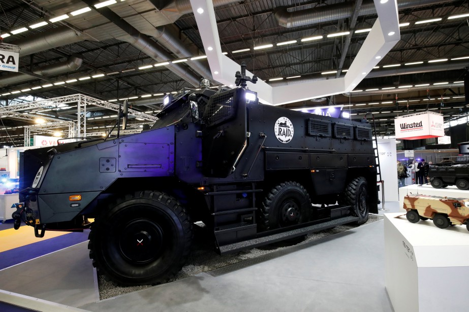 Les transporteurs de troupes urbains sont le principal signe de la militarisation des corps policiers, comme ce TITUS (Tactical Infantry Transport and Utility System) fabriqué pour la police par le fabriquant français de chars d'assaut Nexter. | 24 novembre 2017