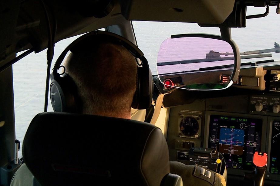 Depuis plus d'une semaine, des avions américains, britanniques... (PHOTO AFP)
