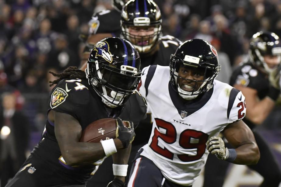 Terrell Suggs et la coriace défensive des Ravens de Baltimore... (PHOTO REUTERS)