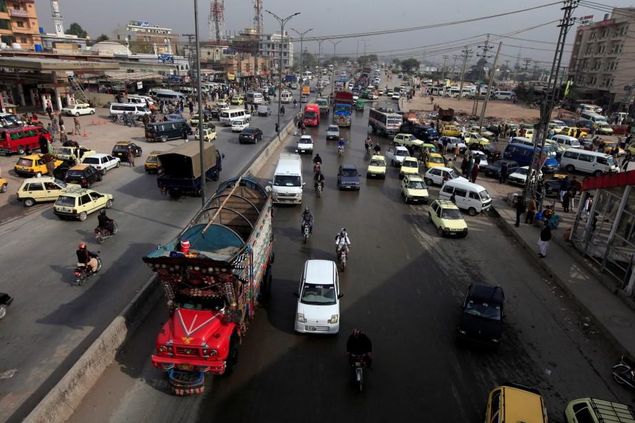 L'échangeur de Faizabad, transformé en campement 21jours durant,... (Photo Faisal Mahmood, REUTERS)