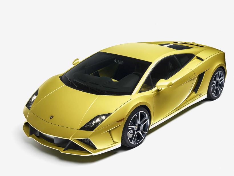 LA VOITURE DE SES RÊVES -  uneLamborghini Gallardo jaune. La Gallardo en raison de son incroyable élégance; le jaune, parce que c'est une de ses couleurs préférées pour les voitures. | 28 novembre 2017