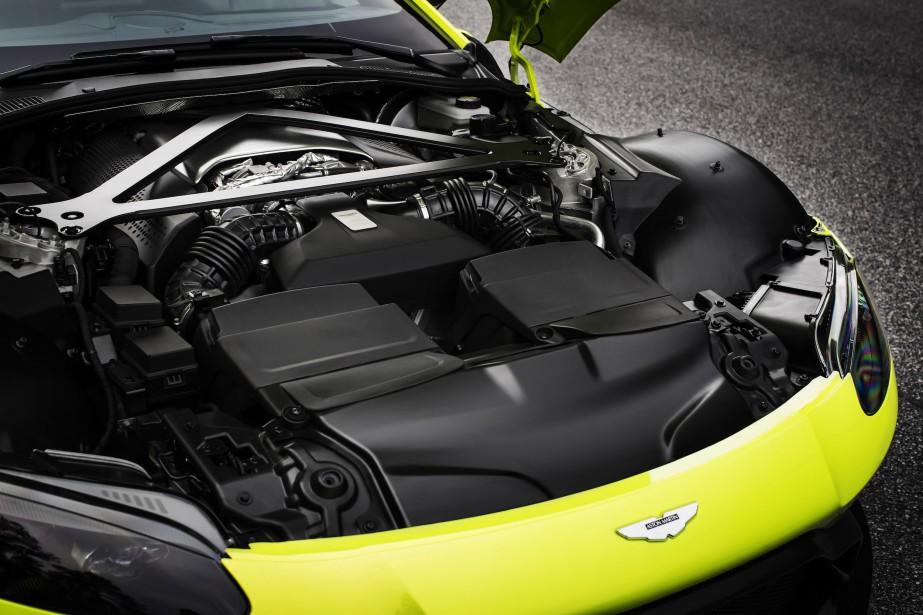 Il y a V8 de 4 litres sous le capot, emprunté de Mercedes-AMG et retravaillé pour produire 503 chevaux à 6000 trs/min et 505 lb-pi de couple entre 2000 et 5000 trs-min. | 28 novembre 2017