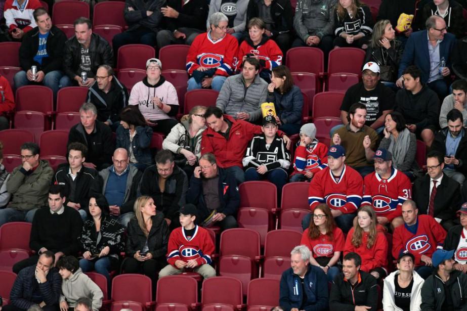 De nombreux sièges n'étaient pas occupés en début... (Photo Bernard Brault, Archives La Presse)