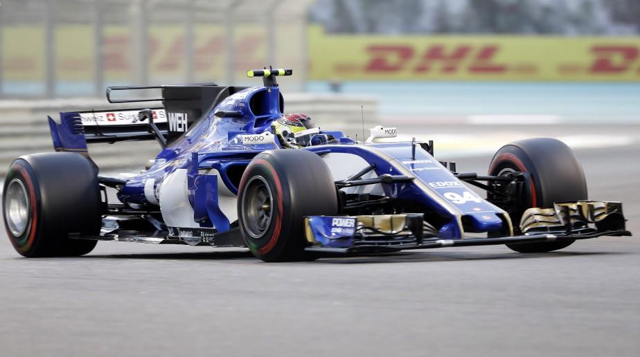 Personne ne t'aime quand tu es dernier; ni avant-dernier.Les deux voitures Sauber ont passé toute la saison 2017 les flancs peints en blanc : l'écurie suisse roulait sans commanditaire principal. Elle a terminé la saison 2016 à l'avant-dernier rang et la saison 2017, au dernier. Ci-haut, l'Allemand Pascal Wehrlein durant le GP d'Abou Dhabi dimanche dernier. | 29 novembre 2017