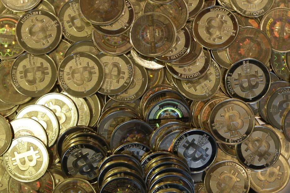 Le bitcoin, qui s'achète et se vend sur... (AP)