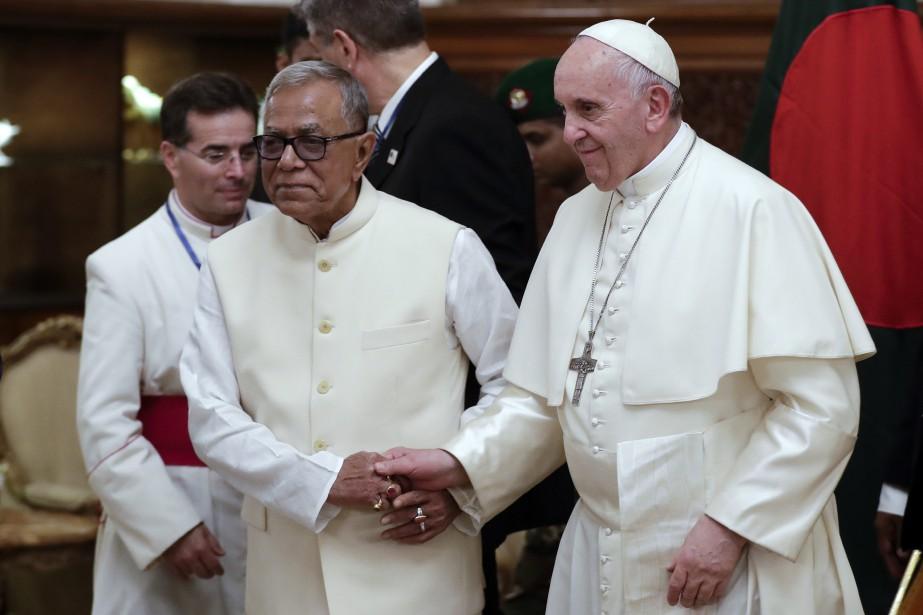 Le président du Bangladesh Abdul Hamid accueille le... (AP)